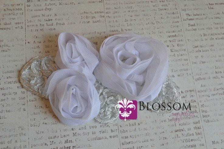Antique white cotton hankie with pretty flower applique circa