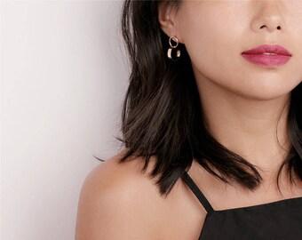 Gold Interlock Circle Earrings - Minimal Stud earrings - Dainty Stud Earrings