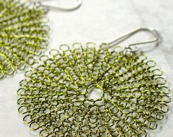 knit wire earrings, large in peridot