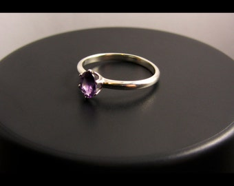 Oval Amethyst Petite Ring 925 (Sterling Silver)