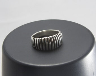 Sterling silver unisex grooved focal ring size eight and three quarters