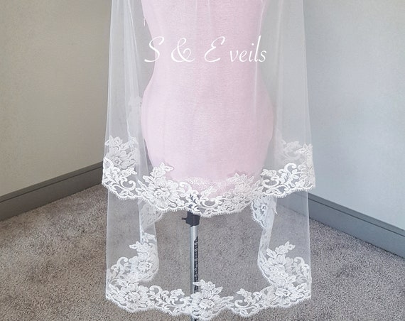 2-Tiers Fingertip Veil with Lace trim