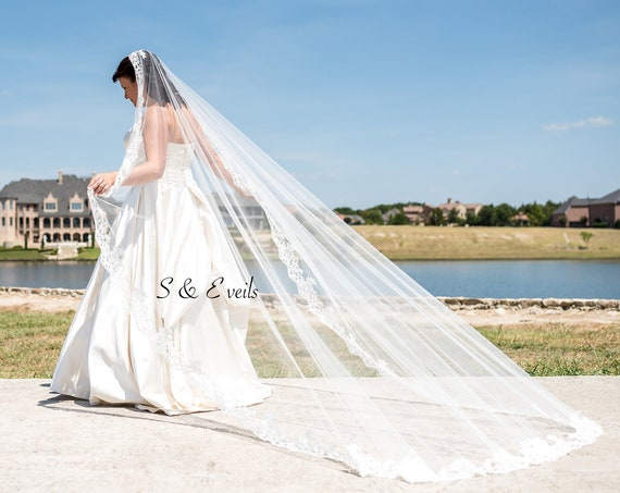 Mantilla Veil with Lace edge