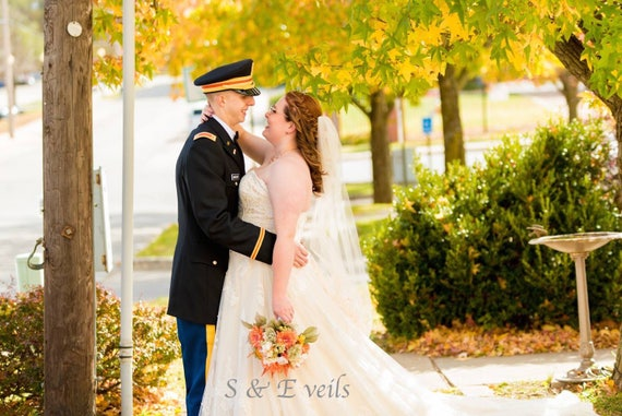 Fingertip veil with Lace on the bottom | wedding veil