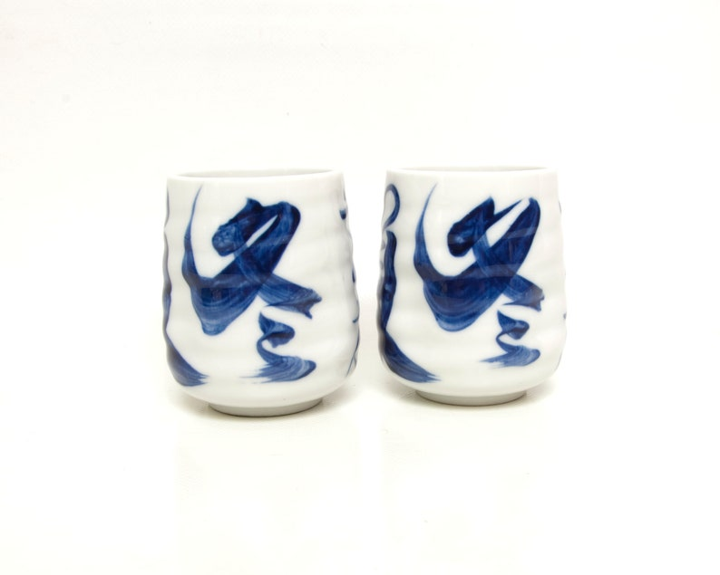 LOVELY ANTIQUE JAPANESE BLUE AND WHITE PORCELAIN SIGNED SAKE CUP