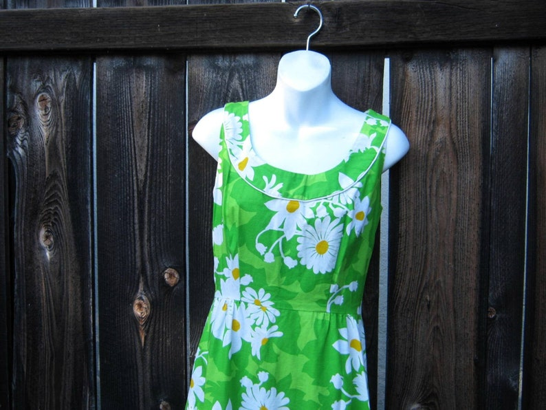 Empire-Waisted /'60s Daisy Print Maxi Dress; WhiteYellowGreen Sz 4Small Sleeveless ModScandiHippie Maxi for CocktailsCruiseFestival