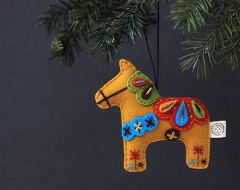 Nikkie di feltro cavallo Dala natale ornamento - senape