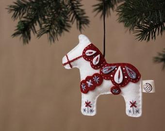 Nikkie di feltro bianco cavallo Dala natale ornamento