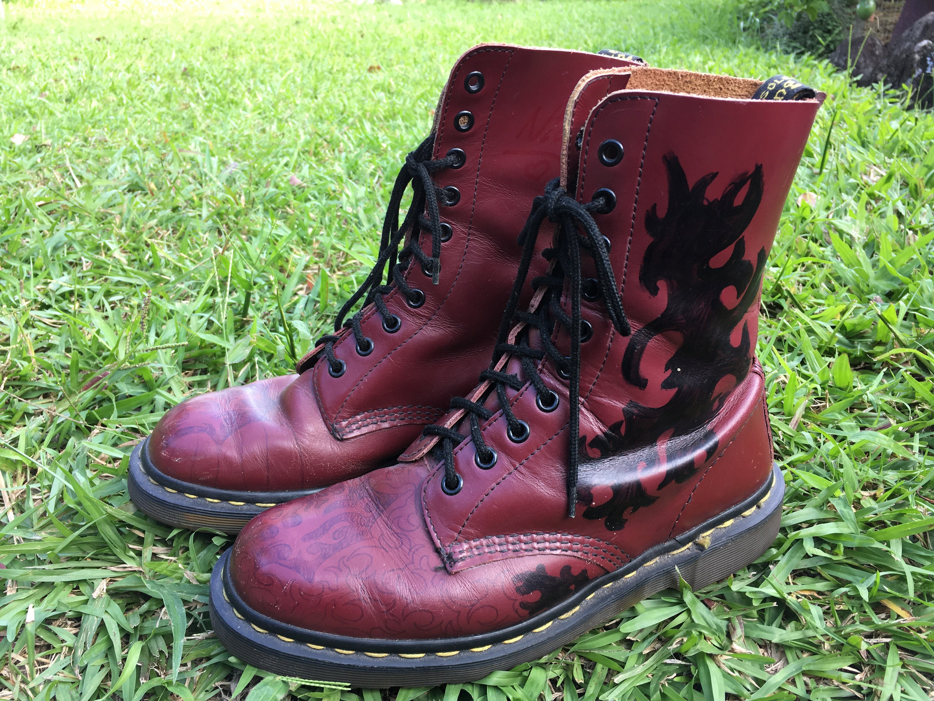 Doc Martens Boots Women's US) size 8 (AU and US) Women's size 6 (UK) girls Burgundy 95e662