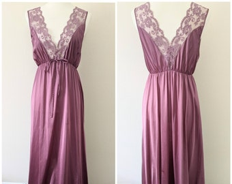 Nylon short sleeved Women/'s lingerie Summer pajamas Size small Vintage Lorraine nightgown