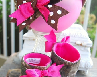 """Handmade from Realtree Camo Girls Baby Boots/Shoes matching Newborn hat """"Cute Photo Prop"""" DRESS UP Hot pink.  Redneck baby shower."""
