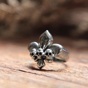 fleur de lis ring for girl made of sterling silver 925  Minimal