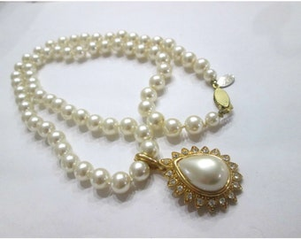 Sale, Joan Rivers Pearl Necklace, Hand Knotted Ivory Pearls, Gold Tone, Beautiful Necklace With Rhinestone Focal Pendant