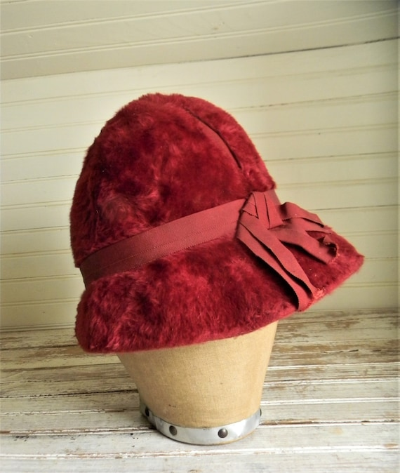 Vintage 1950s Schiaparelli Hat, Dark Pink Faux Fu… - image 2