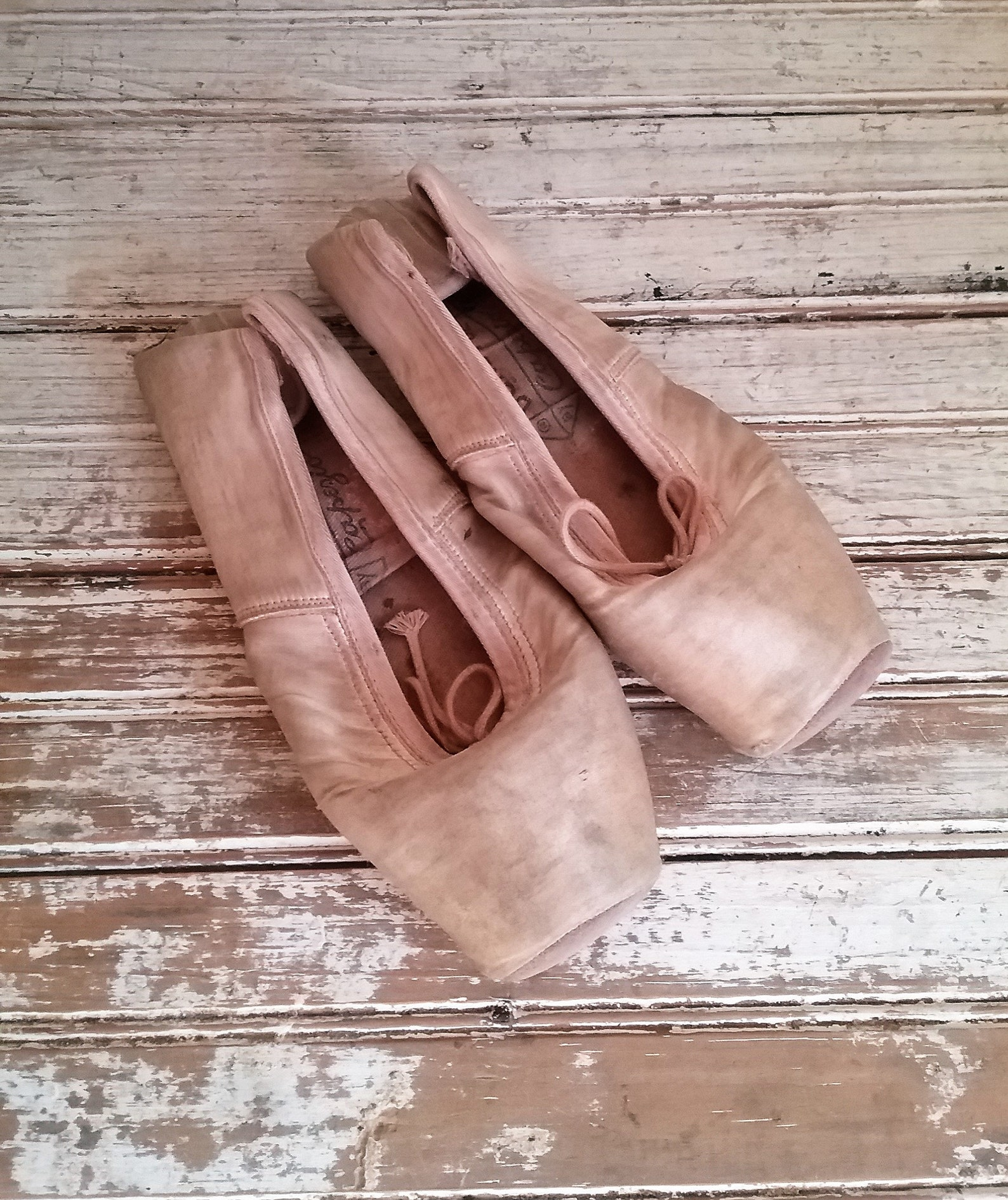vintage ballet shoes, ballet slippers, pink vintage pointe shoes, vintage capezio ballet slippers shabby pink ballet slippers ho