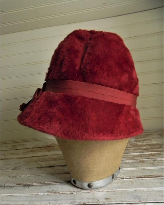 Vintage 1950s Schiaparelli Hat, Dark Pink Faux Fu… - image 3