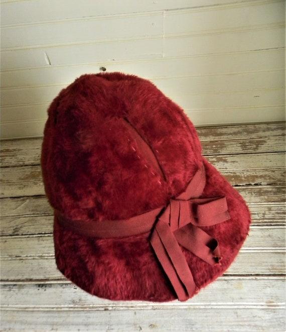 Vintage 1950s Schiaparelli Hat, Dark Pink Faux Fu… - image 5