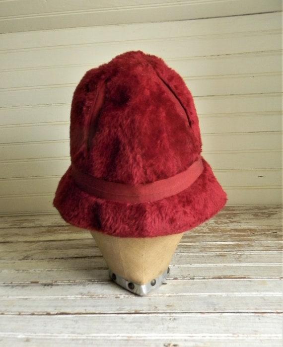 Vintage 1950s Schiaparelli Hat, Dark Pink Faux Fu… - image 4