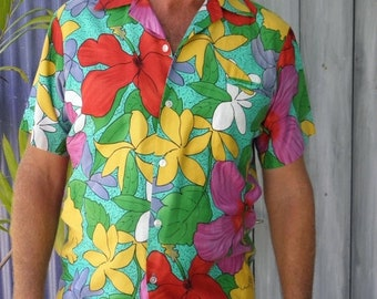 1/2 OFF 1960's Hilo Hattie, Men's Short Sleeve Bright Floral Tropical Hawaiian Shirt, size M