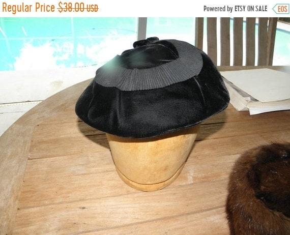 10% OFF C.1940s Jet Black Velvet Pancake Hat by Cl
