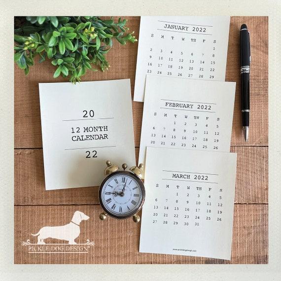 Minimalist. 2022 Desktop Calendar