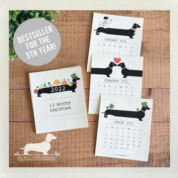 Holiday Doxie. 2022 Desktop Calendar