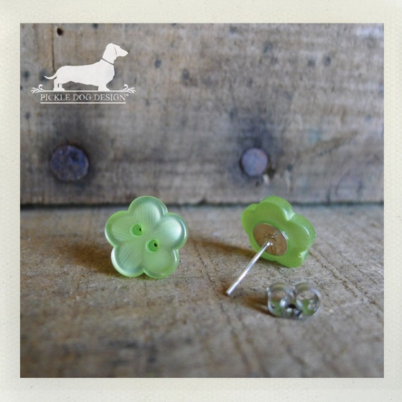 DOLLAR DEAL! Green Blossoms. Flower Post Earrings
