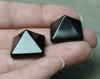 Obsidian Pyramid Figurine M26