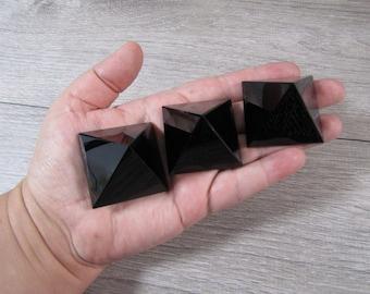 Obsidian Pyramid 40 mm  Stone  M104