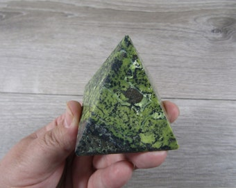 Peruvian Serpentine w Magnatite Pyramid 6.8 ounces #8994 cc