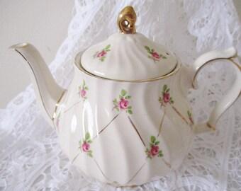 VINTAGE SADLER TEAPOT, bridal rose swirl teapot, lattice design, pink roses, 4-5 cup teapot, excellent condition
