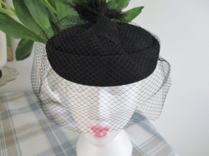 Vintage ladies 100/% black wool hat with face veil and and feather chin strap Made in USA excellent clean condition