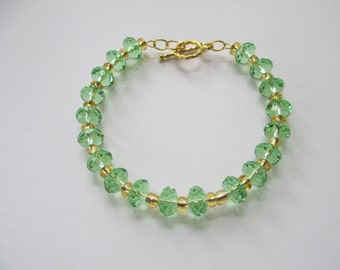 Green Crystal memory wire bracelet with gold toggle clasp closure