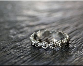 Daisy Eternity Ring, Sterling Silver Stacking Ring, Silver Daisy Ring, Nature Ring, Flowers Eternity Stacking Ring, Delicate ring