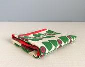 "Vintage Scandinavian Style Graphic Berry Vine Fabric 35"" x 60"""