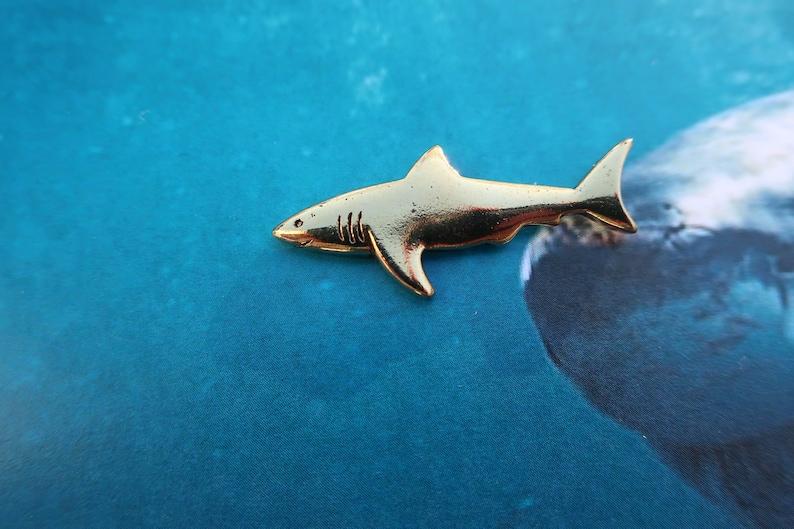 Shark Gold Dipped Pewter Lapel Pin - CC590G- Shark Week, Aquarium, Marine  Biology Pins- Shark Attack, Ocean Animals