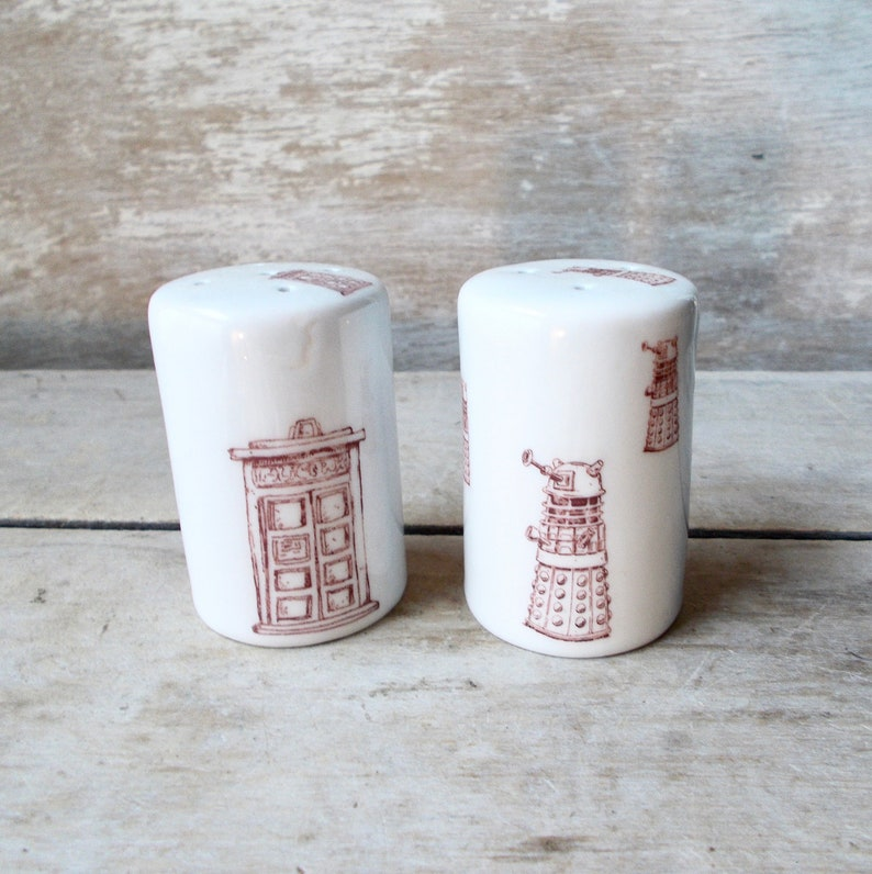 Kitchenware--Doctor Who TARDIS Salt /& Pepper Shaker Set
