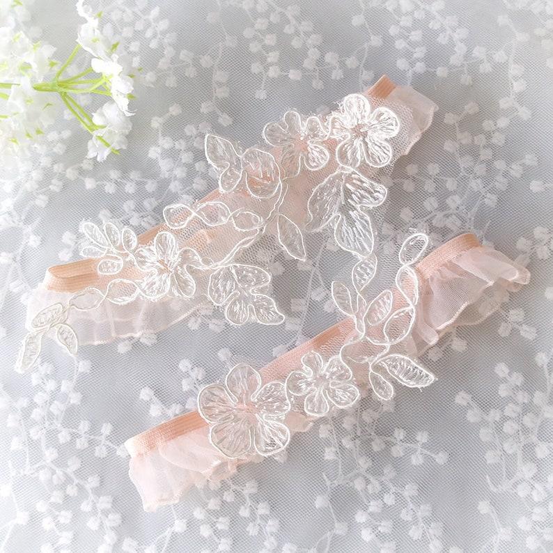 Keepsake Toss Wedding Accessories Wedding Lingerie White Lace embroidery Blush Pink Ruffles Wedding Bridal Garter Set