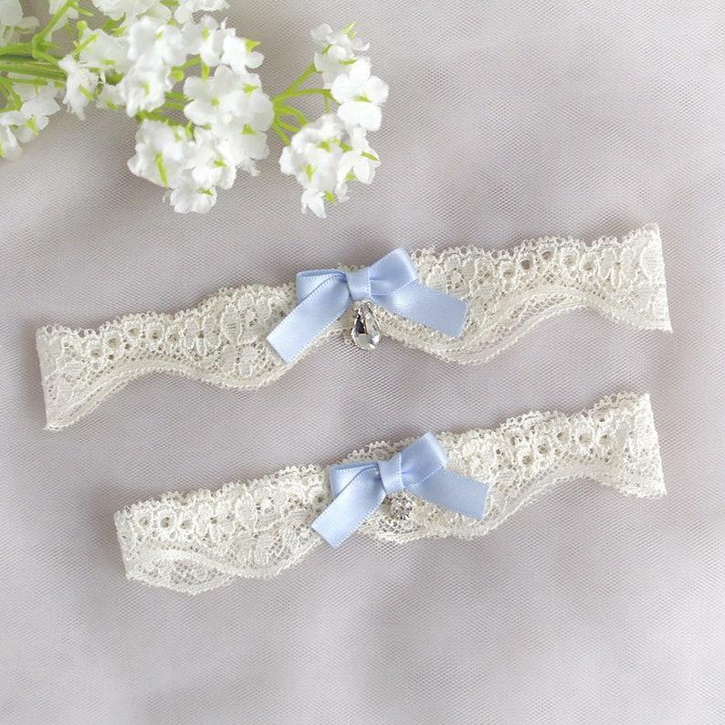 Wedding Lingerie Keepsake Toss Wedding Accessories Light Beige Lace Baby Blue Bow Bling Rhinestone Simple Wedding Bridal Garter Set