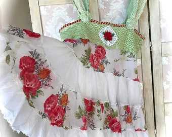 Rose Red and Snow White Twirly Tiered Ruffled Floral Top Size Medium