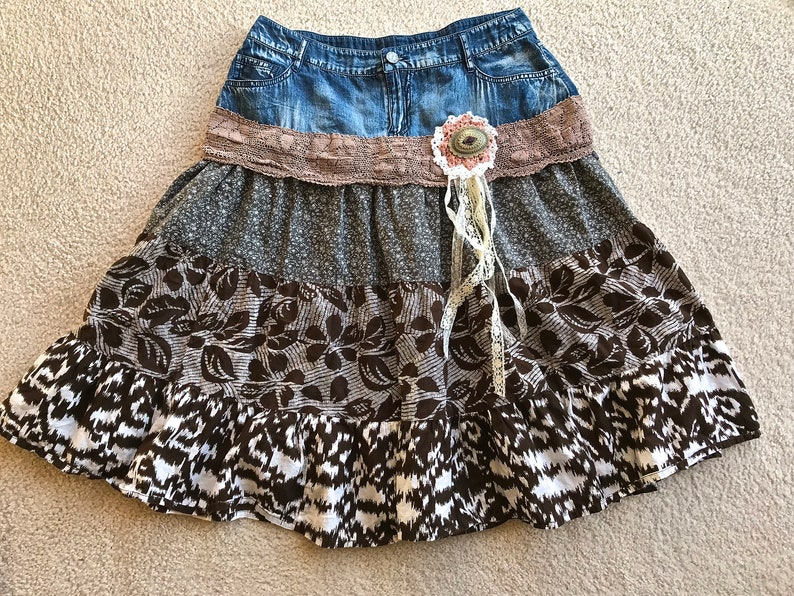 Cute Junk Gypsy Tiered Rodeo Skirt  Concho Embellished Size 6 Waist 32