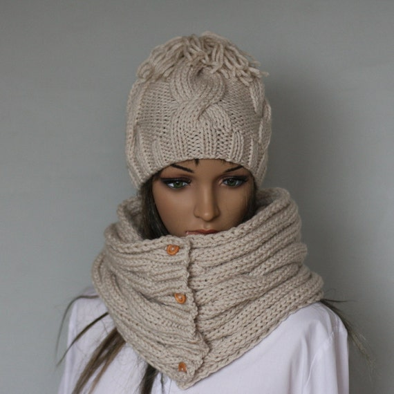 Handmade bobble hat and scarf set for women. Warm ladies  23bdce953e1