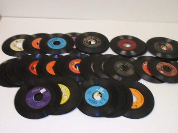 "Bulk Lot of 25 Vinyl 7/"" Small Records Albums Arts /& Crafts Party Decoration 45/'s"