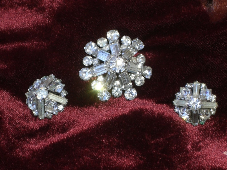 Vintage Brooch and Earrings Jewelry Set with Rhinestones
