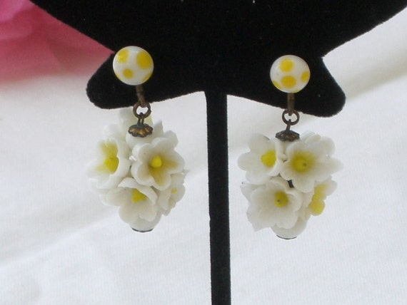 White Flower Cluster Vintage Screwback Earrings