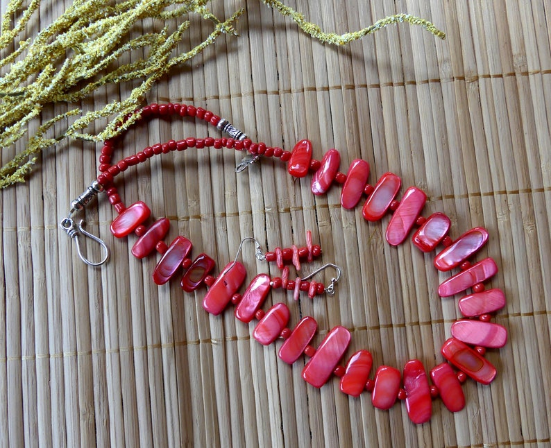 20 Inch Coral Mother of Pearl Shell Stick Bead Necklace with Earrings
