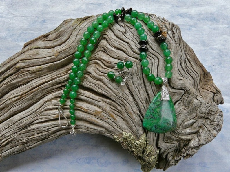 21 Inch Green Jade and Green Jasper Pendant Necklace with Earrings