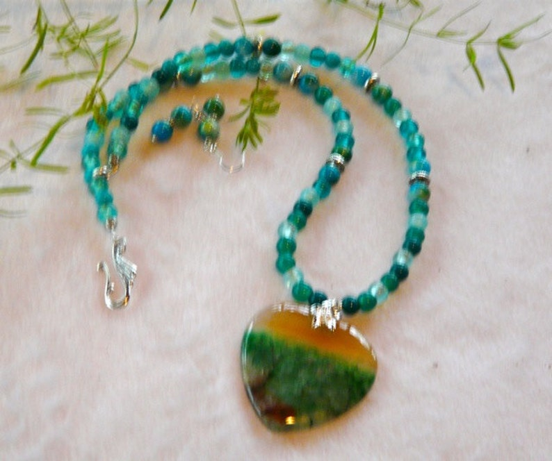 21 Inch Green and Peach Dragon Vein Agate Heart Pendant Necklace with Earrings