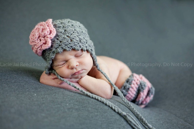 Newborn Girls Hat and Leg Warmers Photography Prop Set Flower image 0