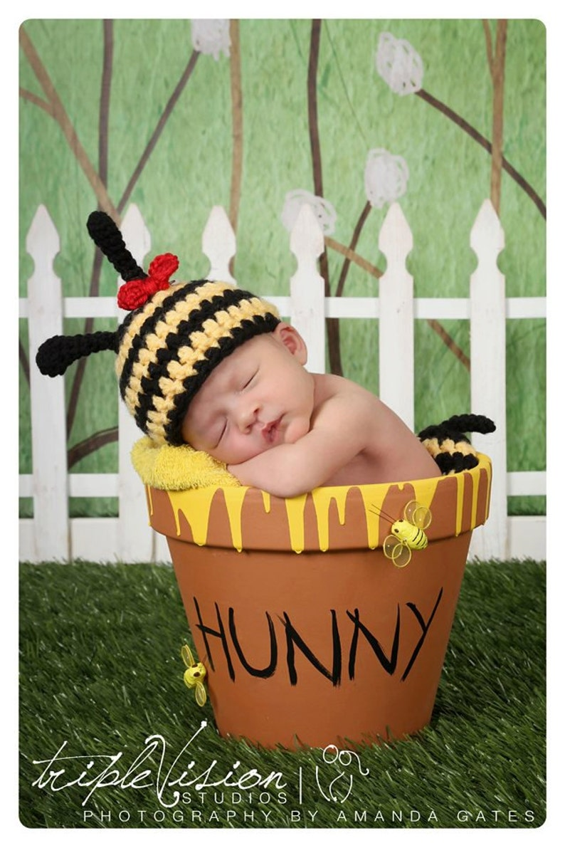 Bumble Bee Hat and Bottom Tushy Topper Cover  Crochet Set image 0